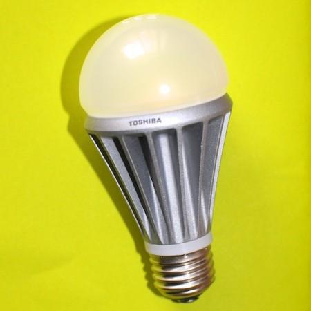 test ampoule led toshiba 8 4w diisign. Black Bedroom Furniture Sets. Home Design Ideas