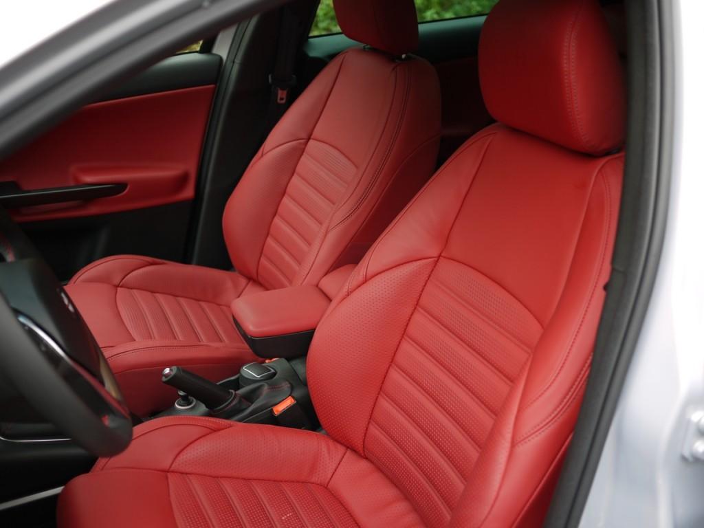 Essai Alfa Romeo Giulietta 2014 sellerie cuir rouge
