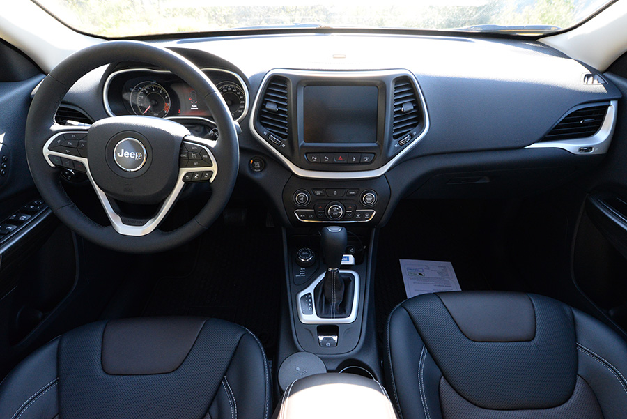 Test jeep cherokee 2014 il change de robe mais il for Le moi interieur