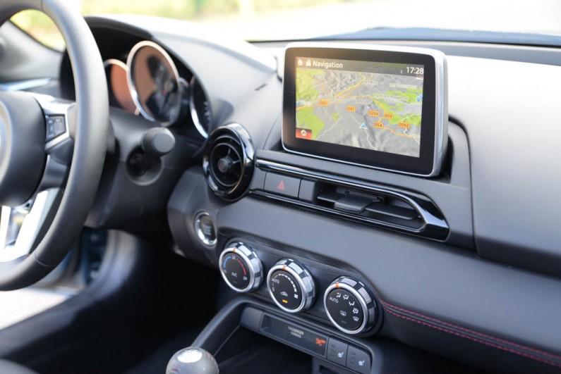 Mazda-MX5-2015-12
