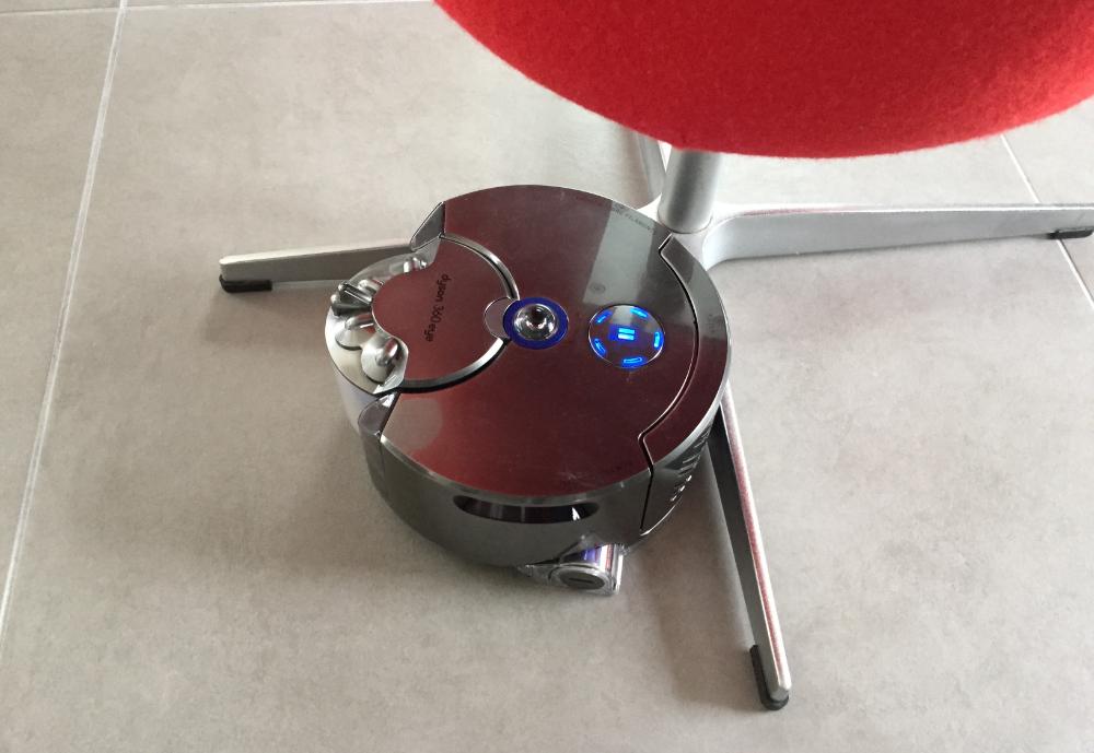 test dyson 360 eye enfin un robot aspirateur dyson. Black Bedroom Furniture Sets. Home Design Ideas
