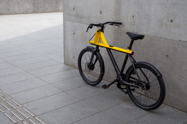 245441-VanMoof Electrified X black yellow-9e6d99-original-1493377637