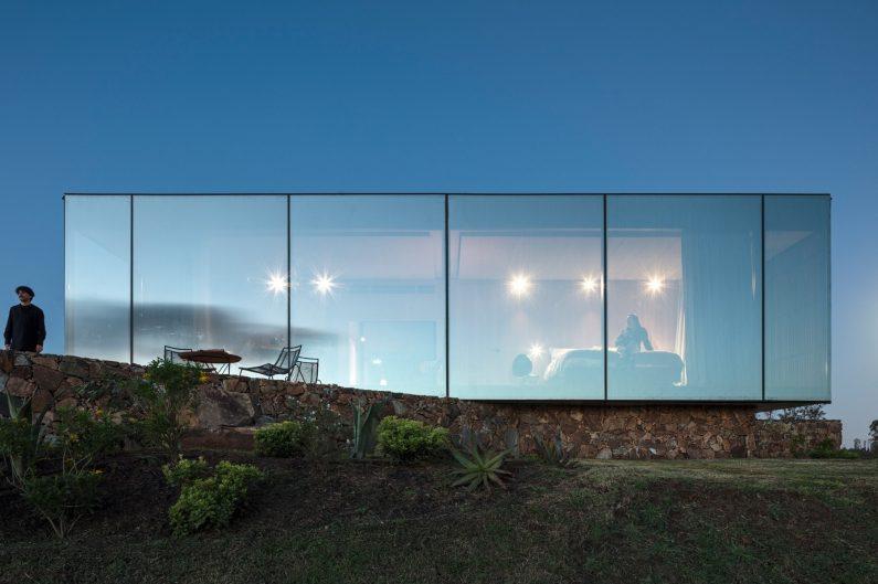 sacromonte-landscape-shelters-mapa-architecture-hotels-uruguay-prefabricated_col_10