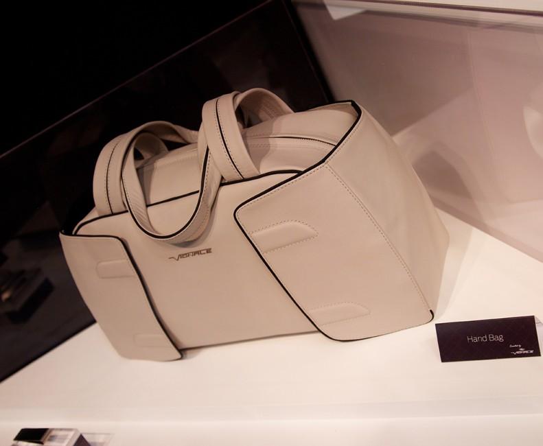 Erika Tsubaki remporte un iF Design Award pour son Weekender bag Vignale