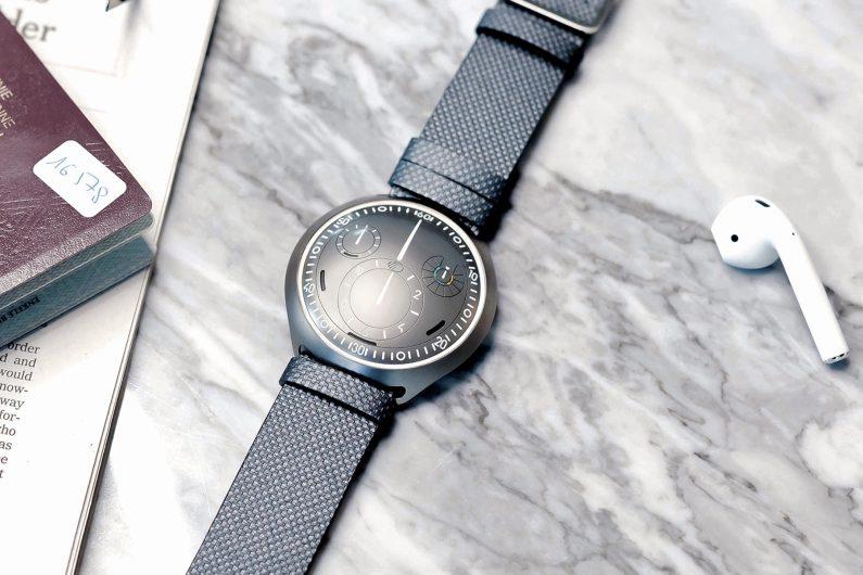 Ressence Type 2 : la montre automatique connectée