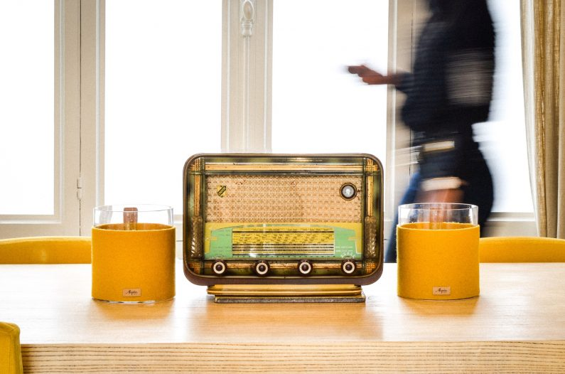 Atelier Charlestine : les vieilles radio reprennent vie