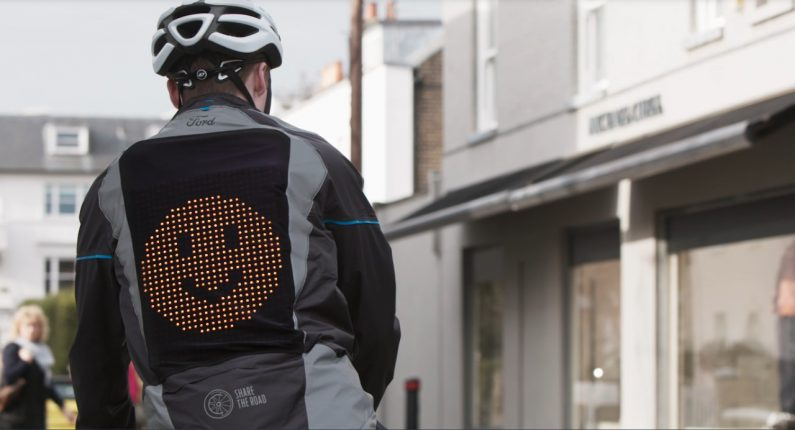 Emoji Jacket : Ford imagine le gilet ultime pour les cyclistes